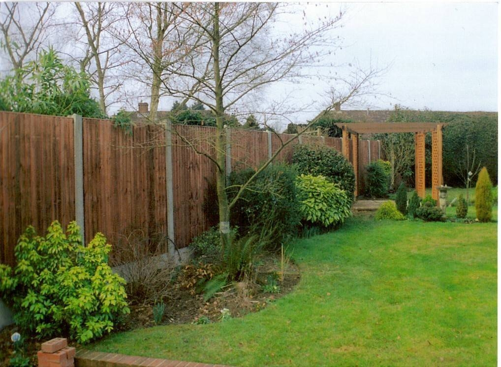 Closeboard fence featuring heavy concrete posts